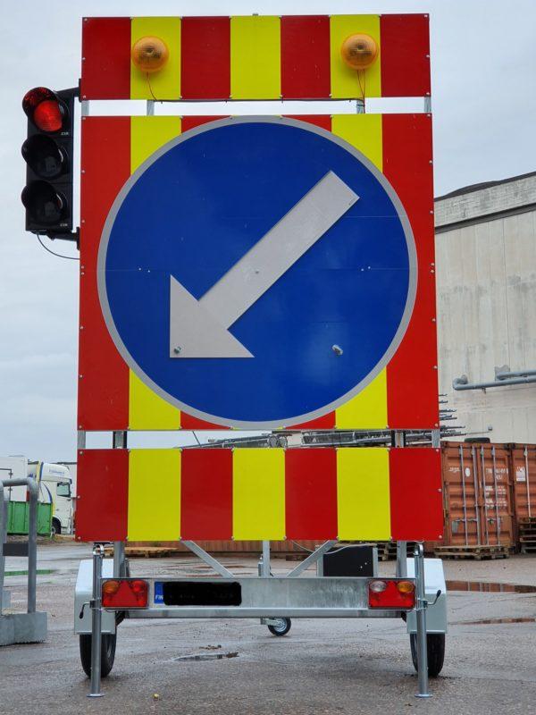 Hinattava varoituslaite liikennevalolla