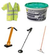 Heijastinliivi, paikkausmassa, kaivon nostin, metallinetsin ja asfalttikola